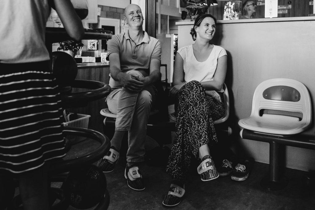 Verjaardagsreportage, Vader en dochter bij het bowlen, Day in the Life, documentaire familie fotografie, foto door Sandra Stokmans Fotografie