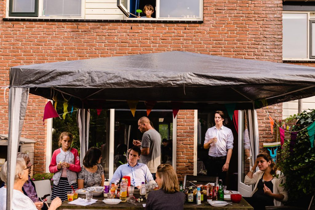 Verjaardagsreportage, barbecuen, Day in the Life, documentaire familie fotografie, foto door Sandra Stokmans Fotografie