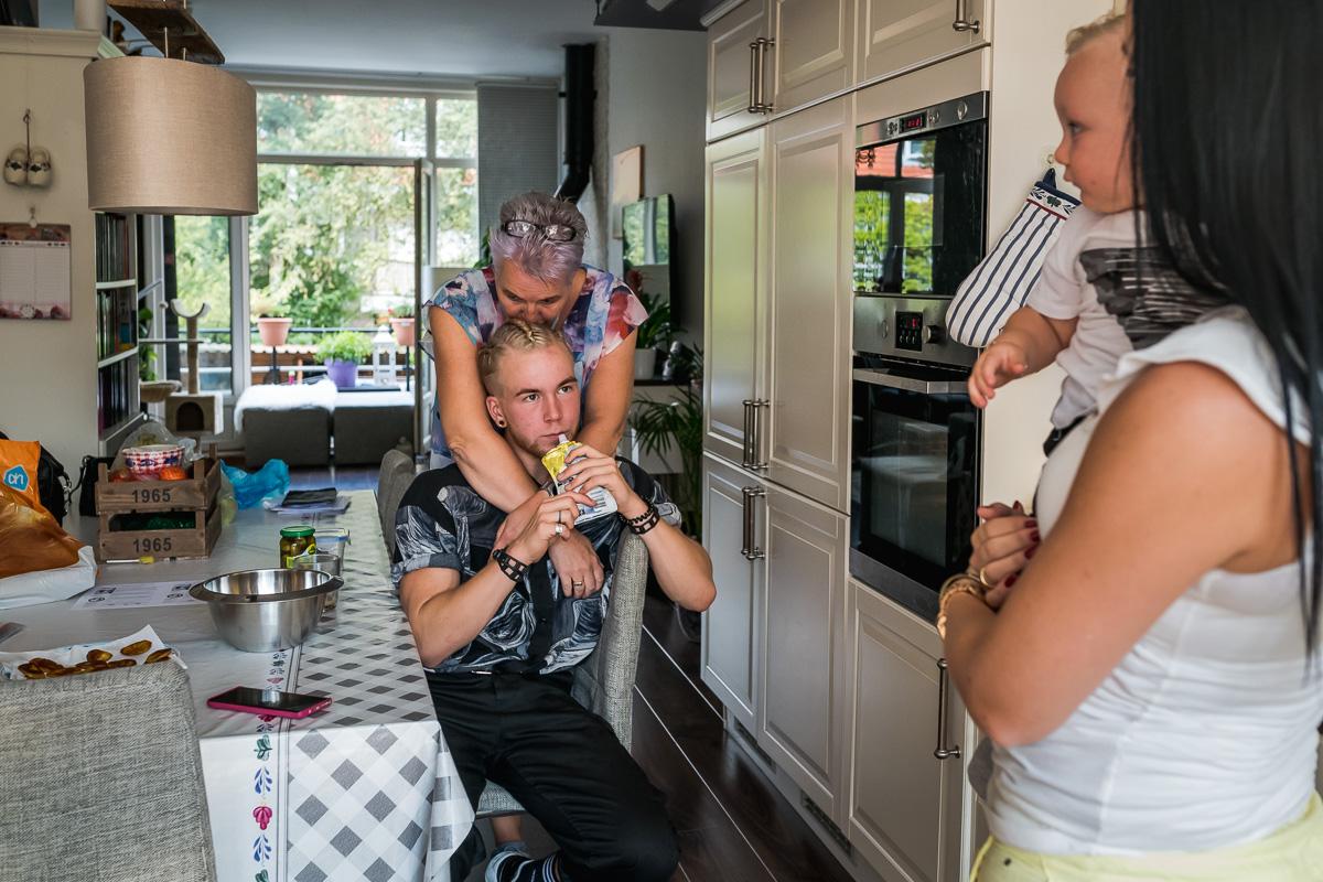 Day in the Life van Skip Boekhorst met zijn moeder, documentaire familie fotografie, Project Hartekind, Sandra Stokmans Fotografie