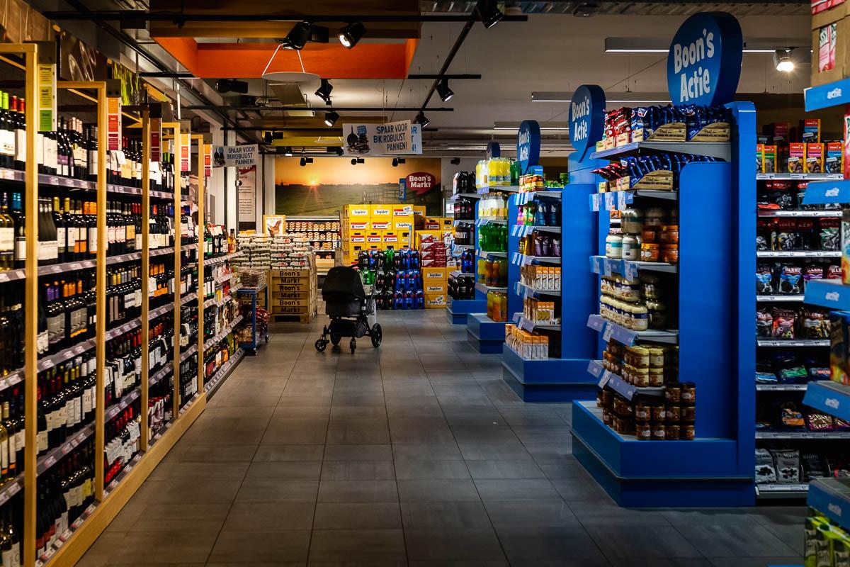 Newborn reportage in Woudrichem, kinderwagen in supermarkt Boons Markt, foto door Sandra Stokmans Fotografie