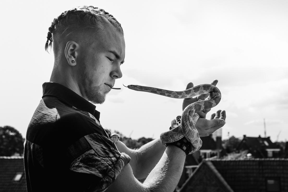 Skip Boekhorst met zijn slang, Project Hartekind, Sandra Stokmans Fotografie