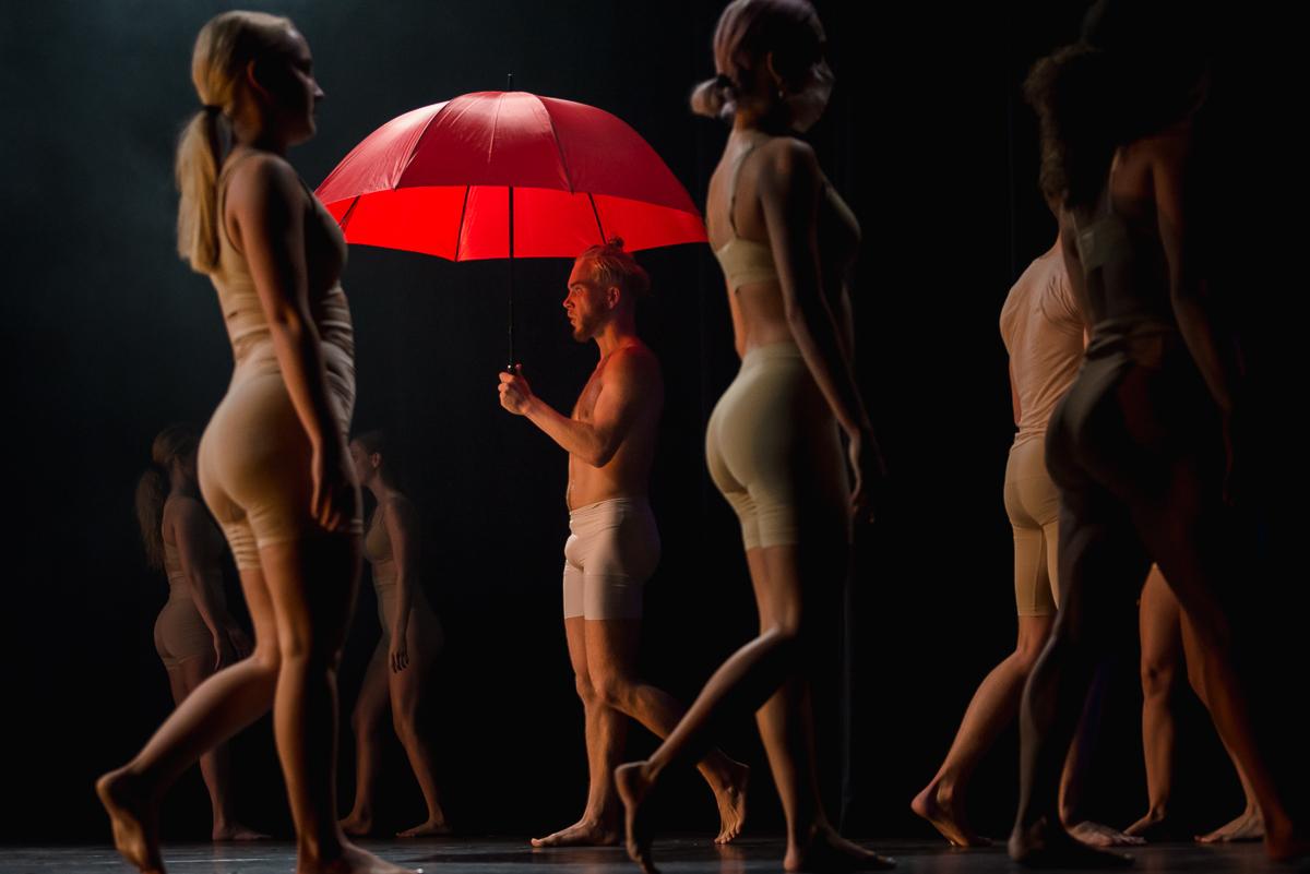 Skip Boekhorst in dansvoorstelling tijdens eindvoorstelling Albeda danscollege, Project Hartekind, Sandra Stokmans Fotografie
