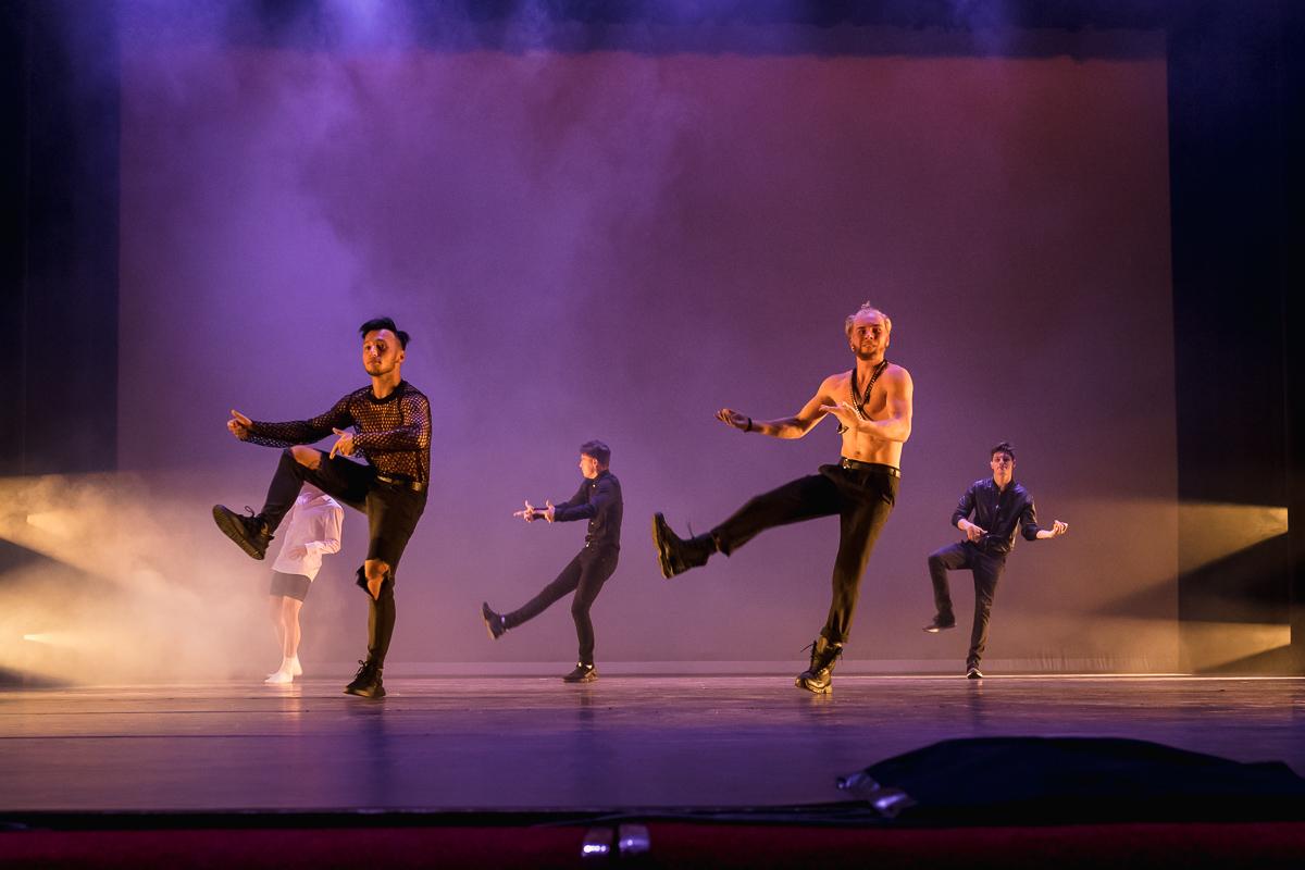 Skip Boekhorst dansend tijdens eindvoorstelling Albeda danscollege, Project Hartekind, Sandra Stokmans Fotografie
