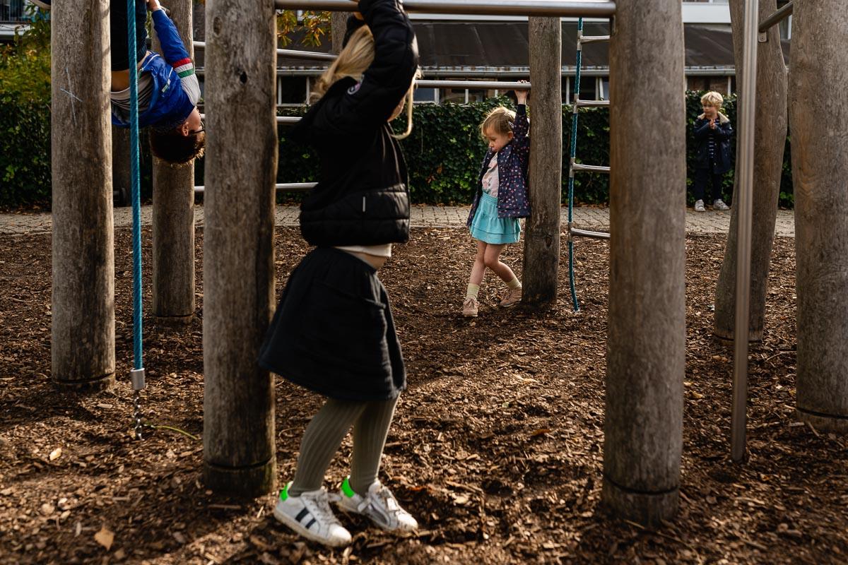 Rustmoment tijdens pauze op school, Day in the Life Rotterdam, foto door Sandra Stokmans Fotografie