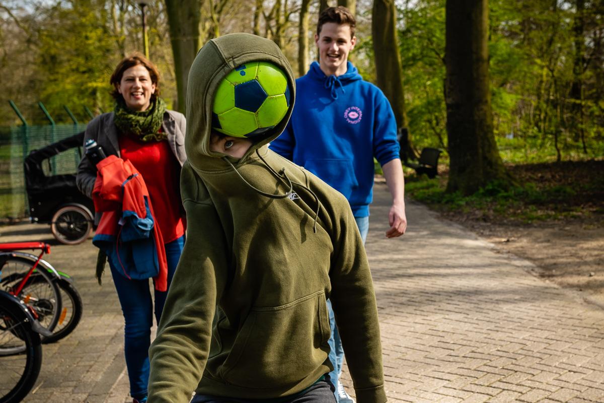 Kids being kids, ball in hoodie, documentary photographer Sandra Stokmans Fotografie