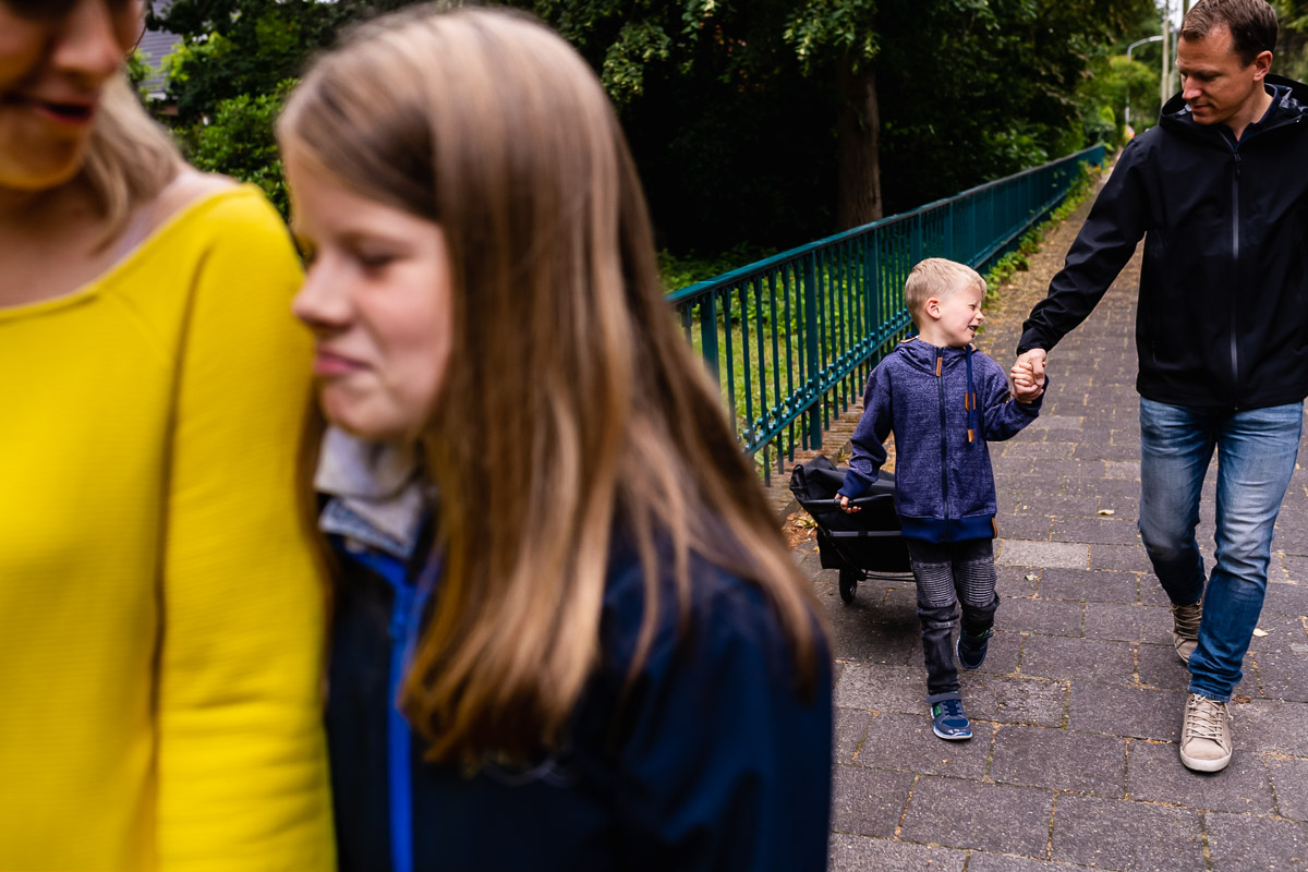 Saturday family walk to the market in Voorburg, documentary family photographer Sandra Stokmans