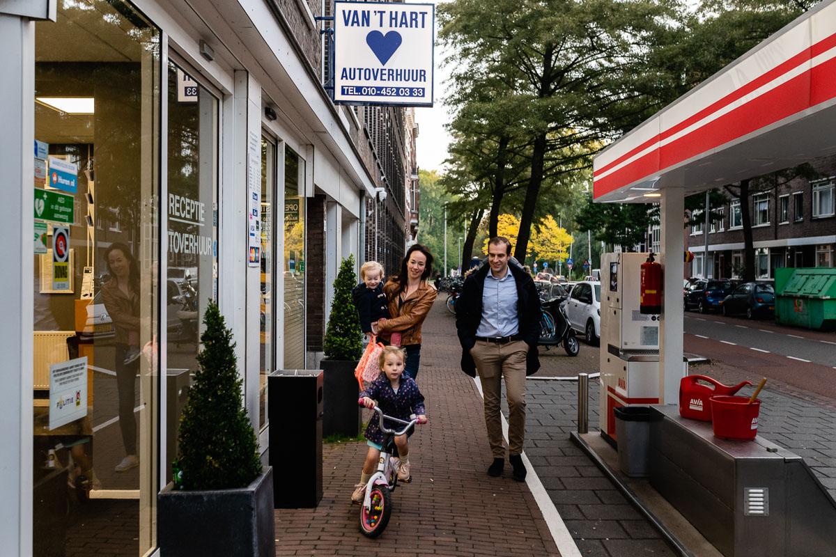 Op de fiets naar school tijdens Day in the Life Rotterdam voor Project Hartekind, foto door Sandra Stokmans Fotografie