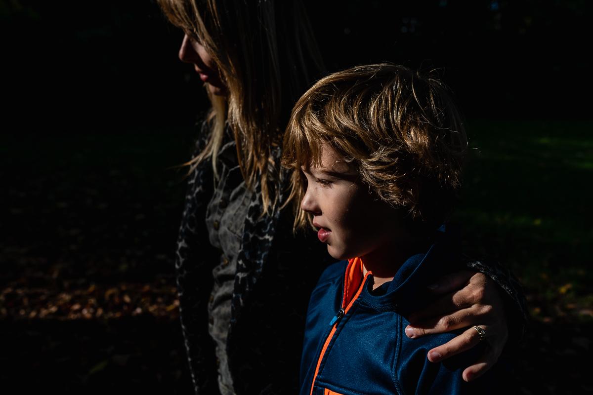Familiefotograaf Maarssen, wandelen tijdens een Day in the Life, foto door Sandra Stokmans Fotografie