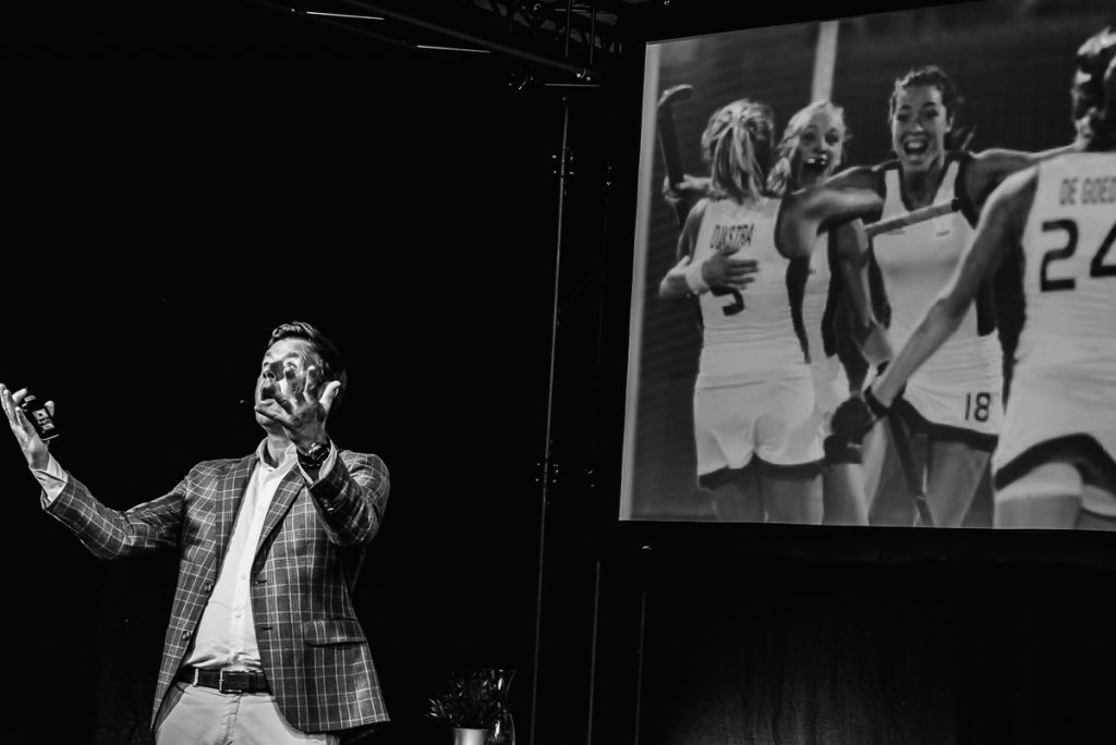 Marc Lammers, motivational speaker, compares topsport and business. Event photography Sandra Stokmans Fotografie