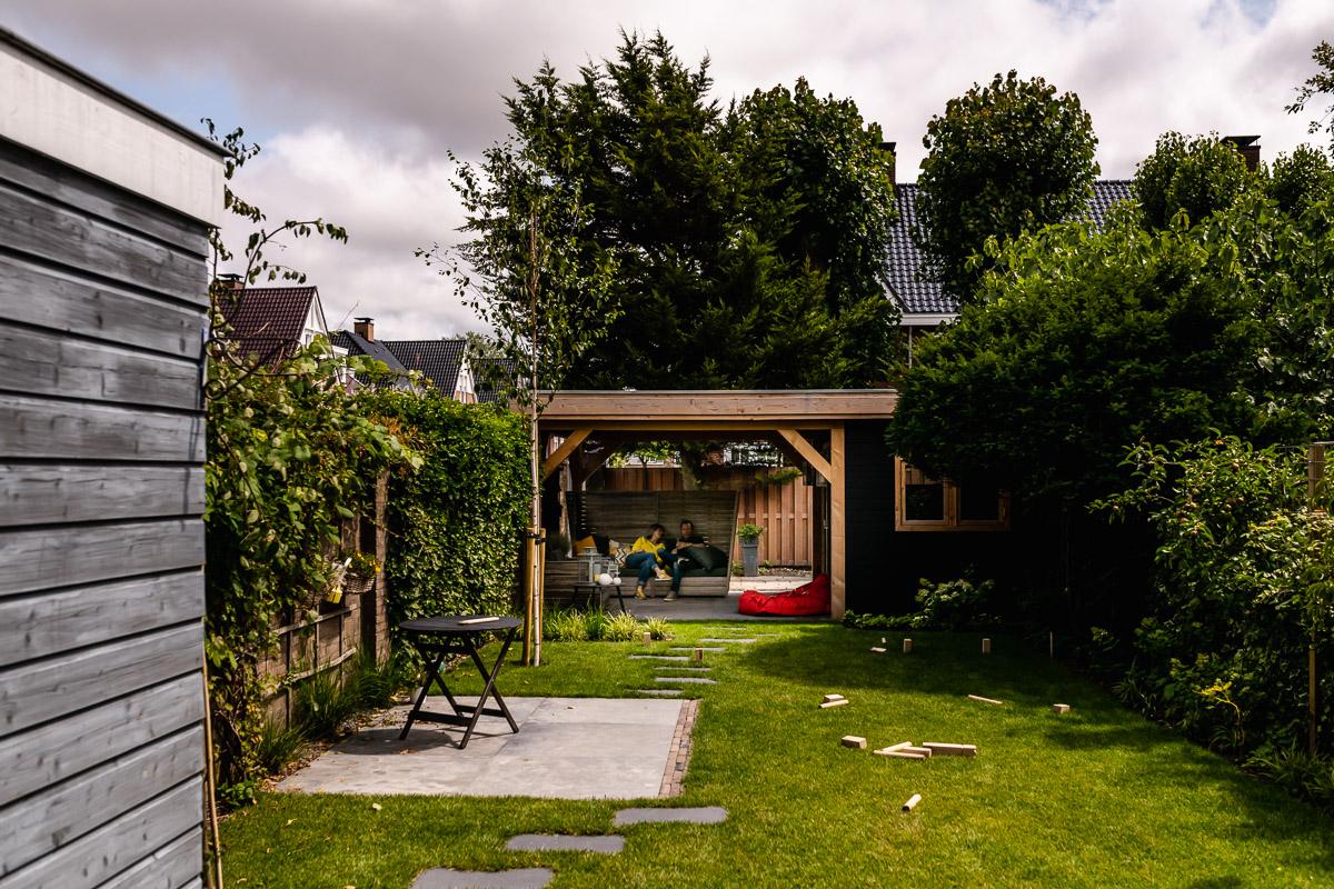 Dag vrienden fotograferen, ouders genieten na met drankje, familiefotografie Voorburg door Sandra Stokmans Fotografie