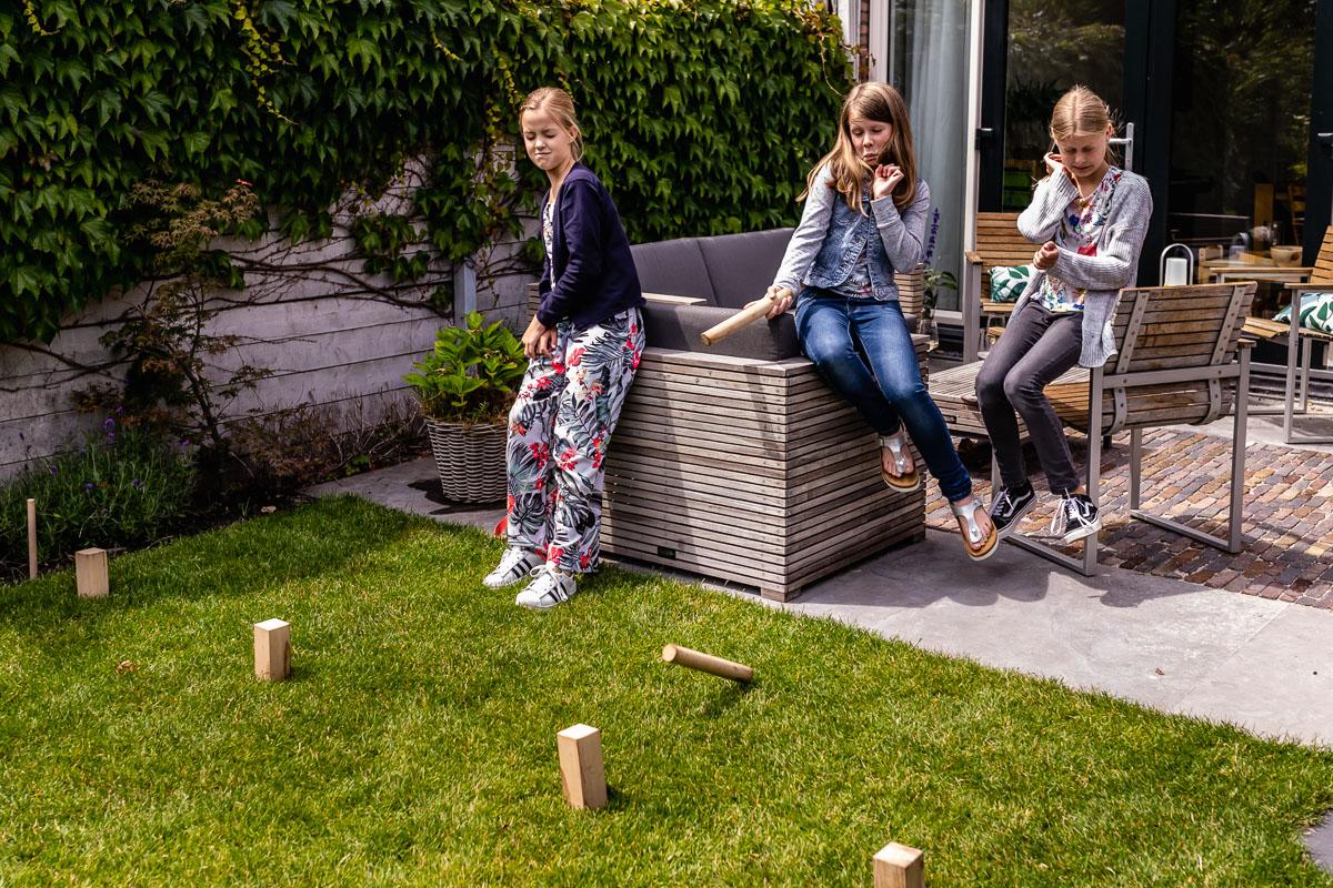 Familiespel KUBB wordt heel fanatiek gespeeld tijdens deze spelletjes middag!