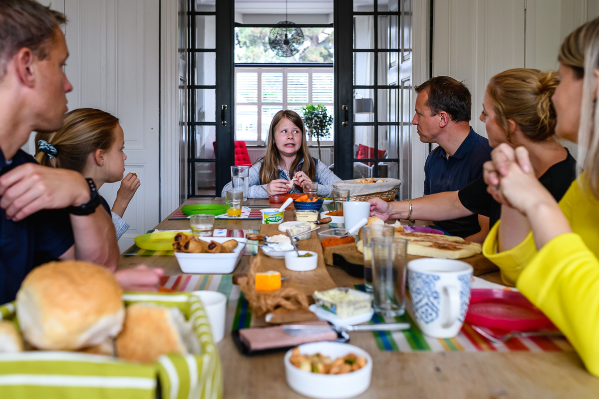 Dag vrienden fotograferen. Lunchen. Familiefotografie Voorburg door Sandra Stokmans Fotografie
