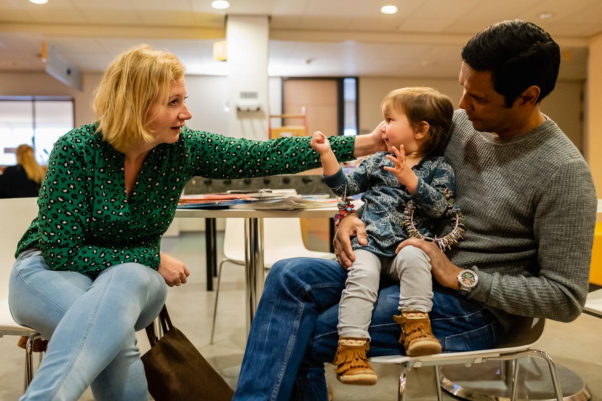 Ziekenhuisreportage, hartekind wachtend op polibezoek bij Wilhelmina Kinderziekenhuis, foto door Sandra Stokmans Fotografie