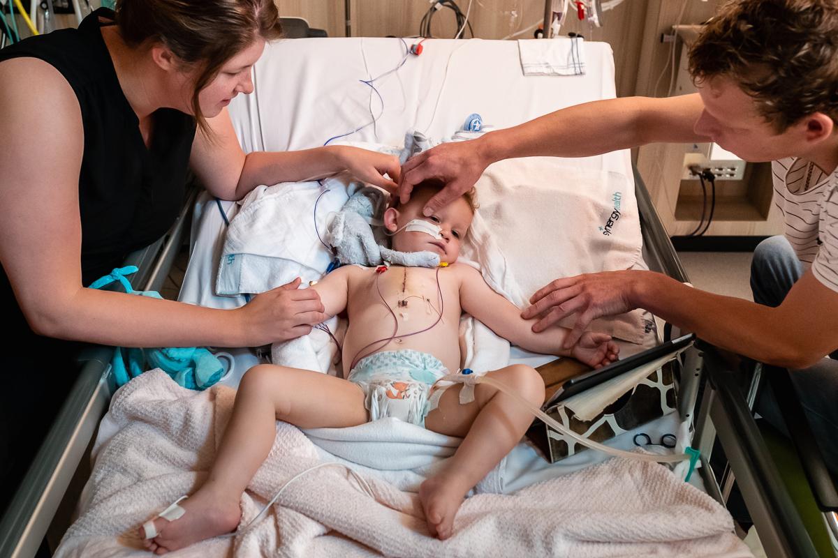 Ziekenhuis fotograferen na een openhartoperatie, ziekenhuisreportage bij Wilhelmina Kinderziekenhuis van Hartekind, documentaire fotografie door Sandra Stokmans Fotografie