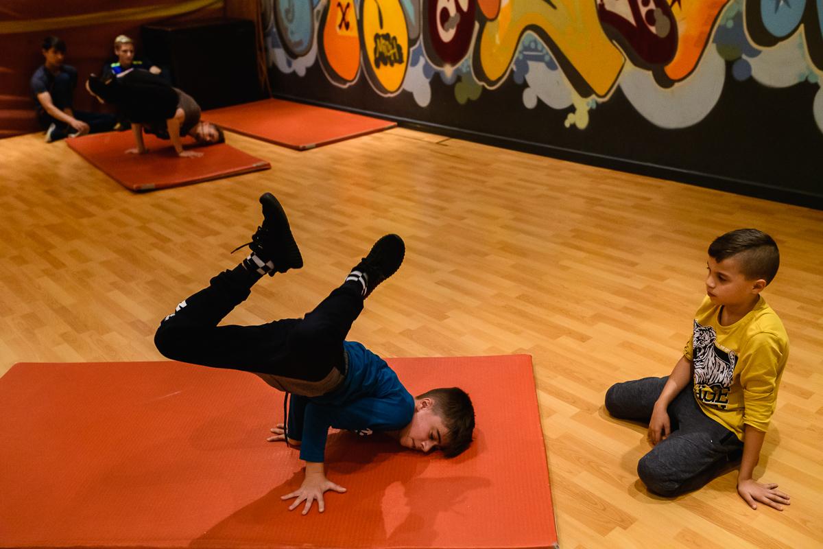 Fotosessie tijdens breakdance les op dansschool in Oss. Foto door Sandra Stokmans Fotografie