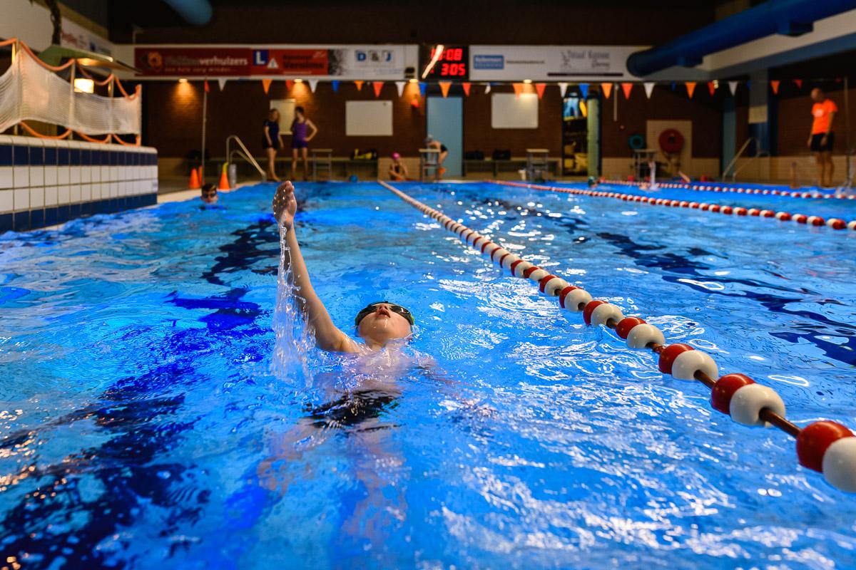 Documentaire fotograaf legt zwemles vast van een hartekind met een aangeboren hartafwijking, foto Sandra Stokmans Fotografie
