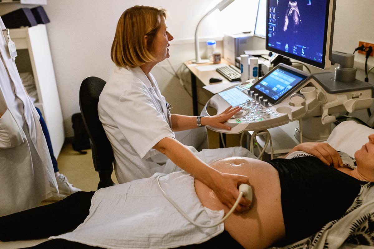 Een zwangerschapecho van een hartekindje tijdens een ziekenhuis reportage bij het Wilhelmina Kinderziekenhuis WKZ te Utrecht